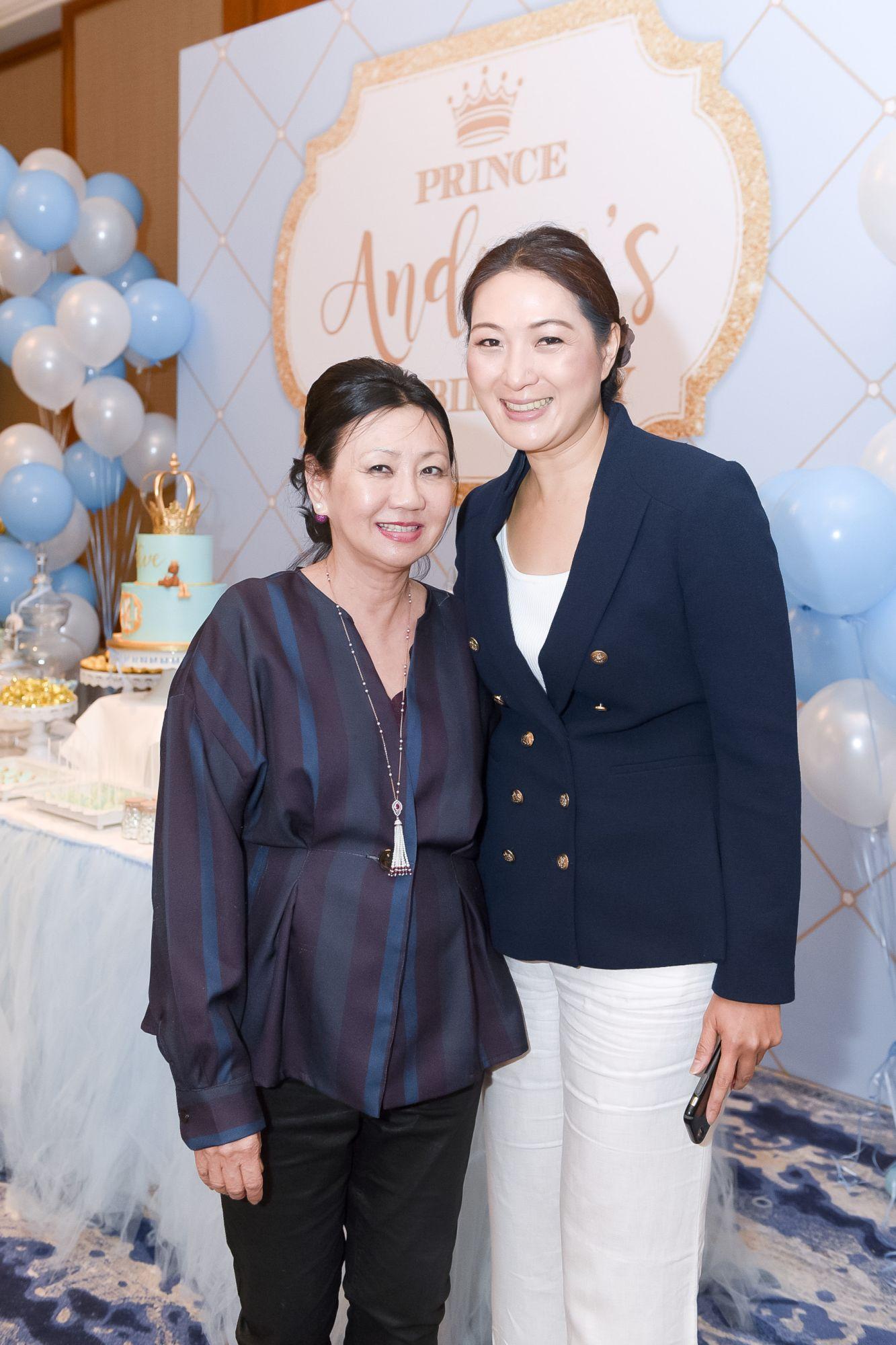 Renee Tan, Nana Au-Chua