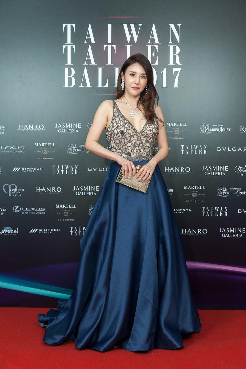 穆熙妍以一襲Jasmine Galleria訂製禮服搭配Bulgari高級珠寶出席晚宴