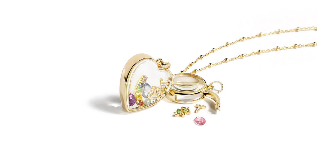 Loquet London pendant in yellow gold with moveable parts