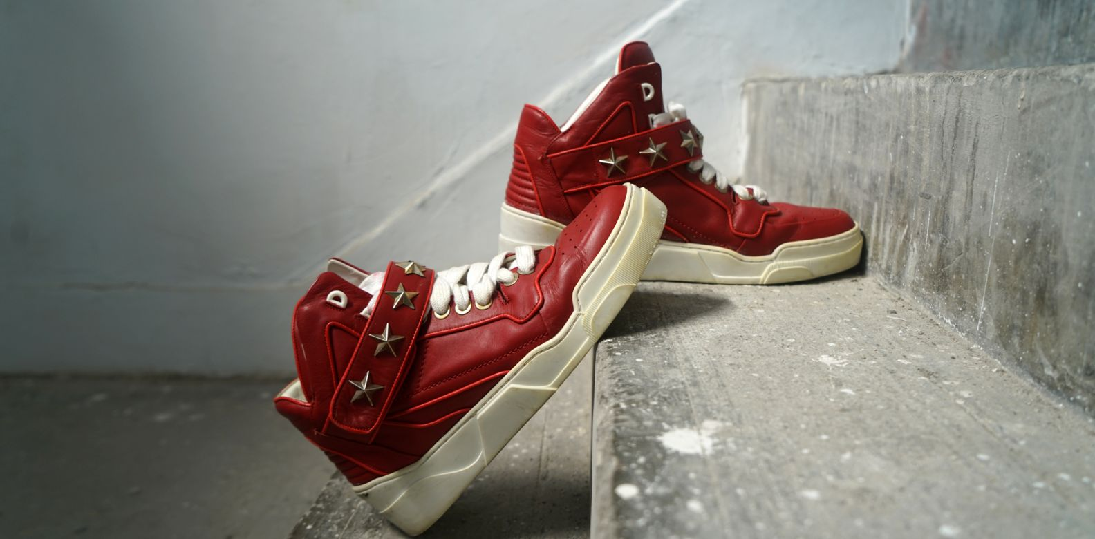 Givenchy Red Leather Star Detailed Sneaker