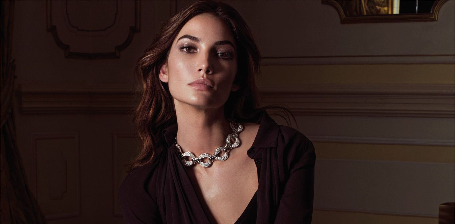 Lily Aldridge wearing the Parentesi Hamata necklace by Bulgari