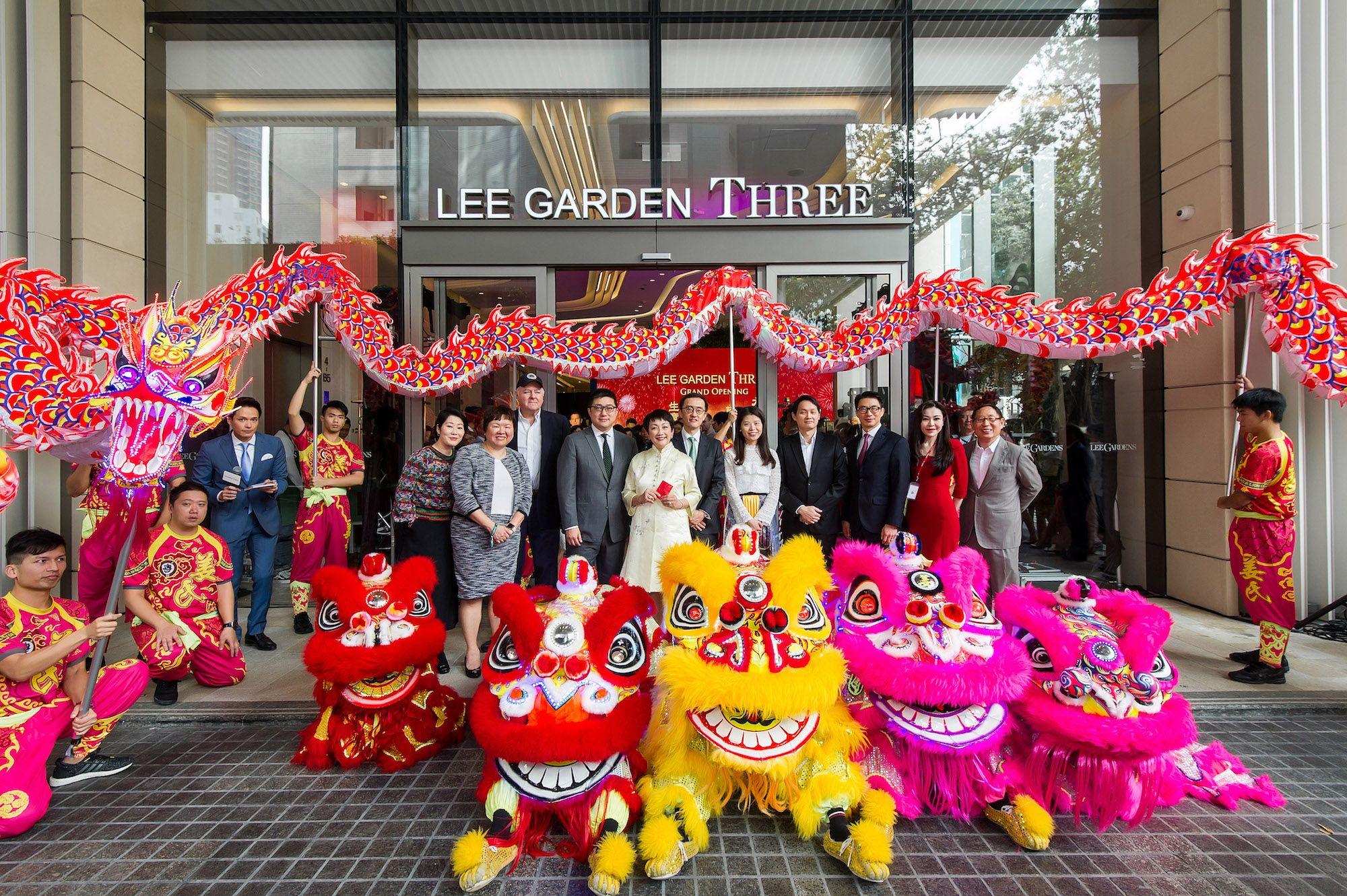 Kitty Choy, Maria Wong, J.R. Robertson; Ricky Lui, Irene Lee, Roger Hao, Jessica Yip,  Lim Eng Ping, Angus Cheng,  Tiffany Lam, Robert Lam