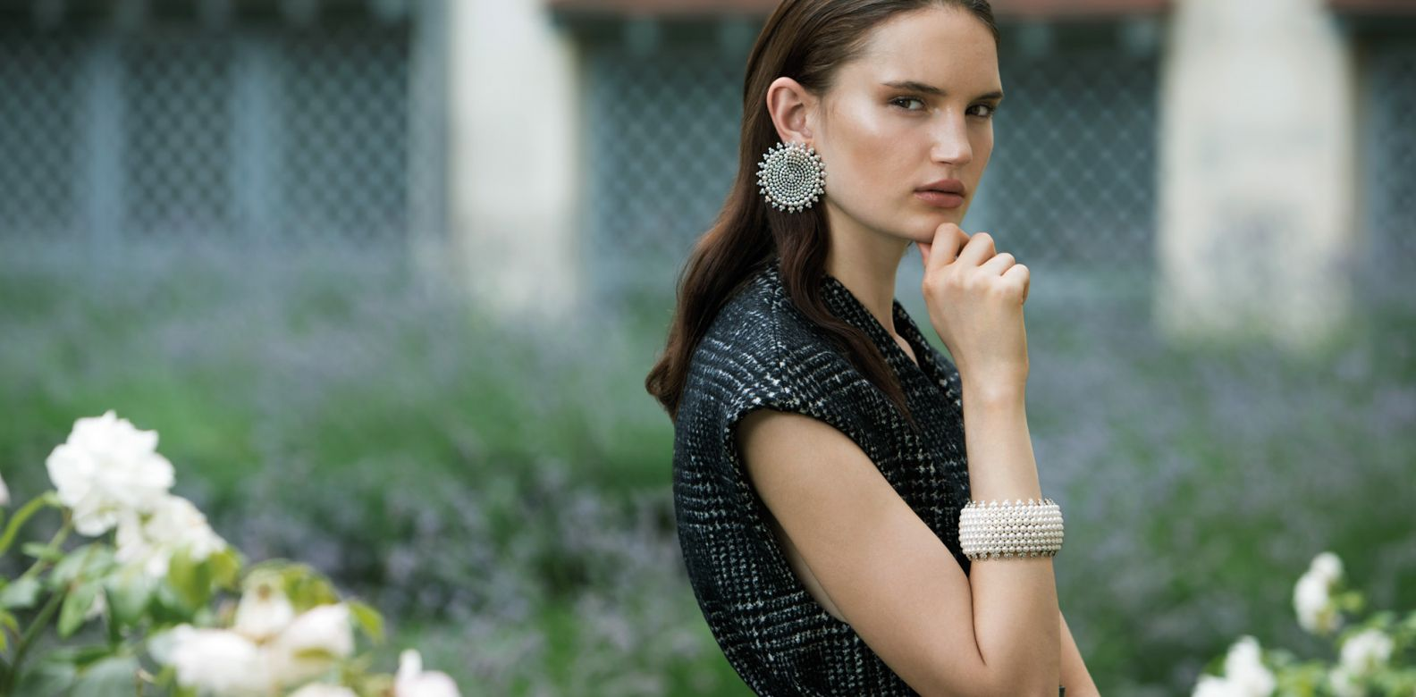 Nuit Étoilée earrings and bracelet in white gold set with diamonds and pearls, both by Boucheron; jacket, skirt and belt by Michael Kors Collection