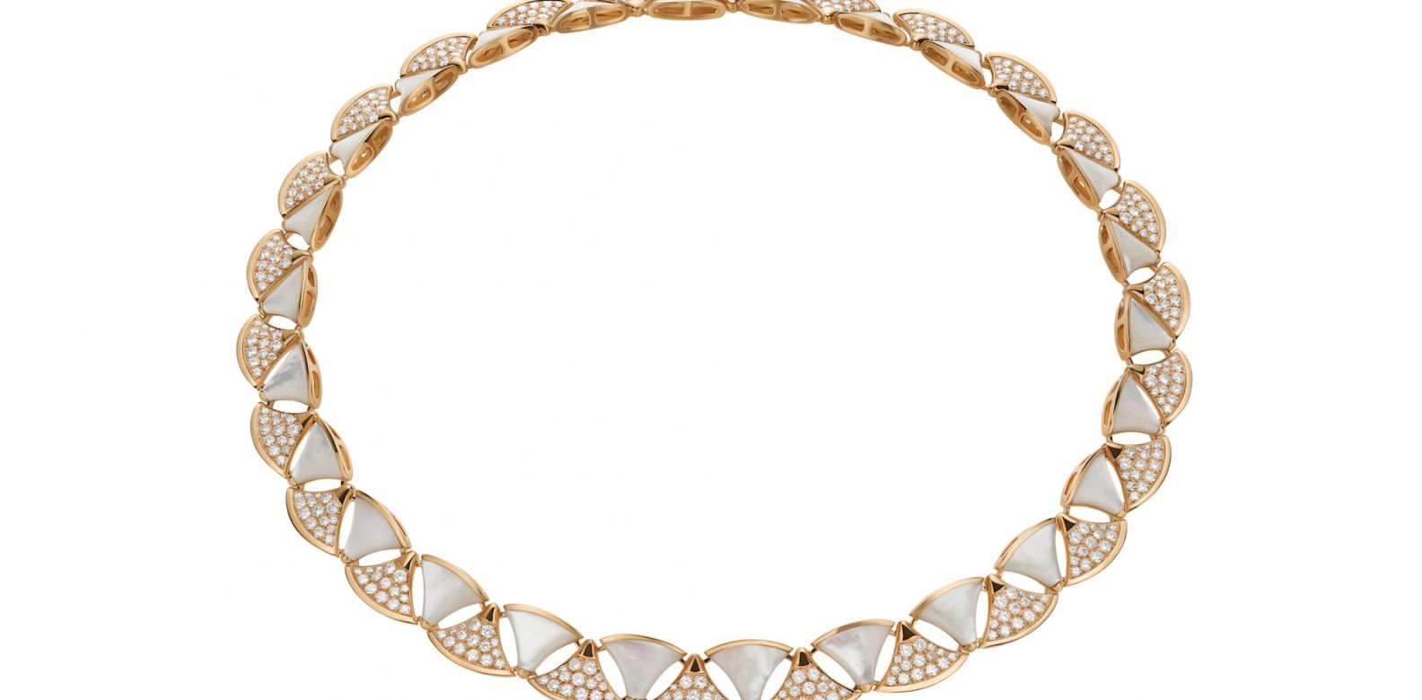Necklace in pink gold with mother-of-pearl and diamonds (9.35cts)