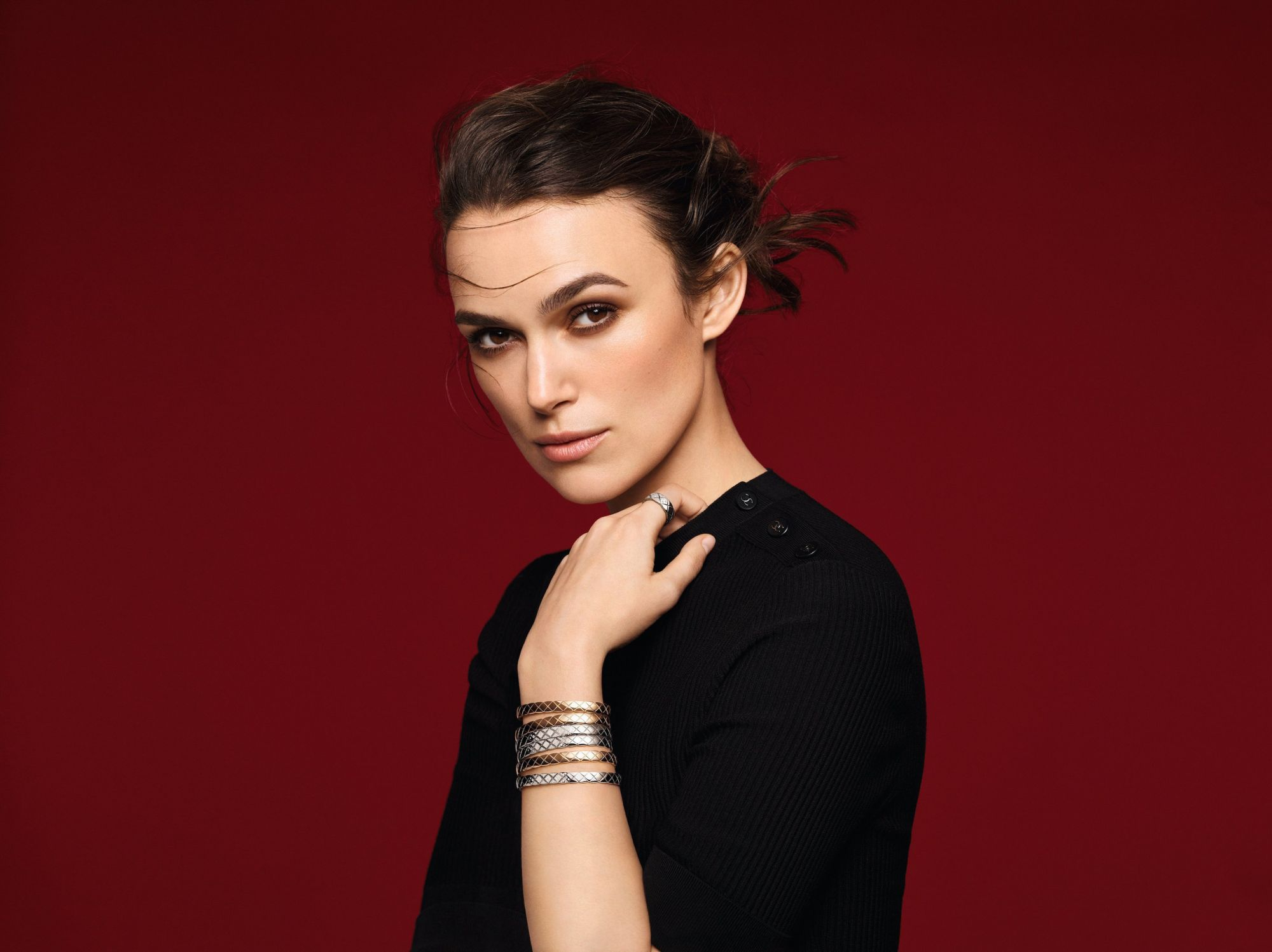 Video: Keira Knightley Shows Us How To Stack