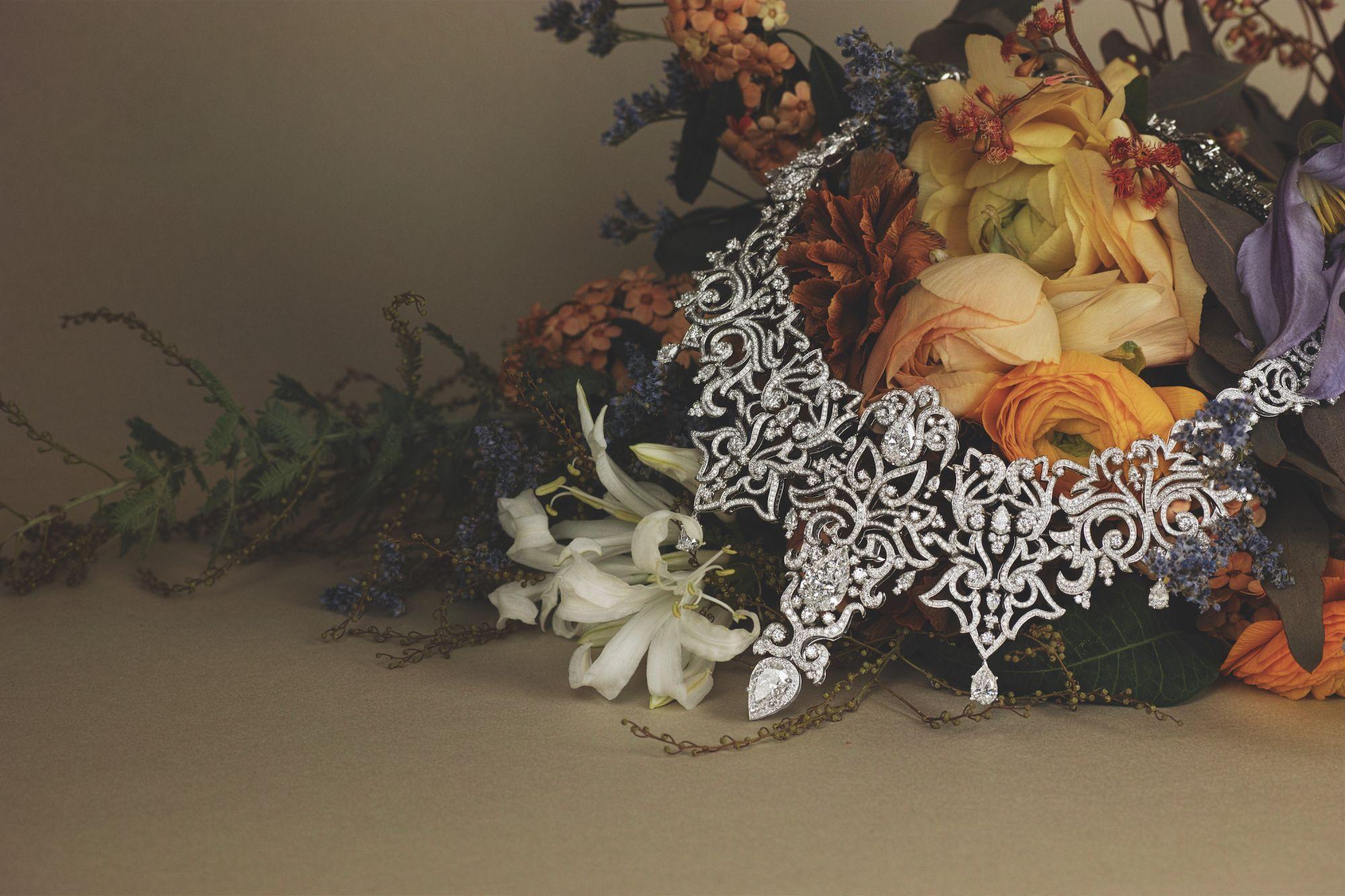 Grottesche necklace in white gold set with multi-shaped white diamonds by Giampiero Bodino