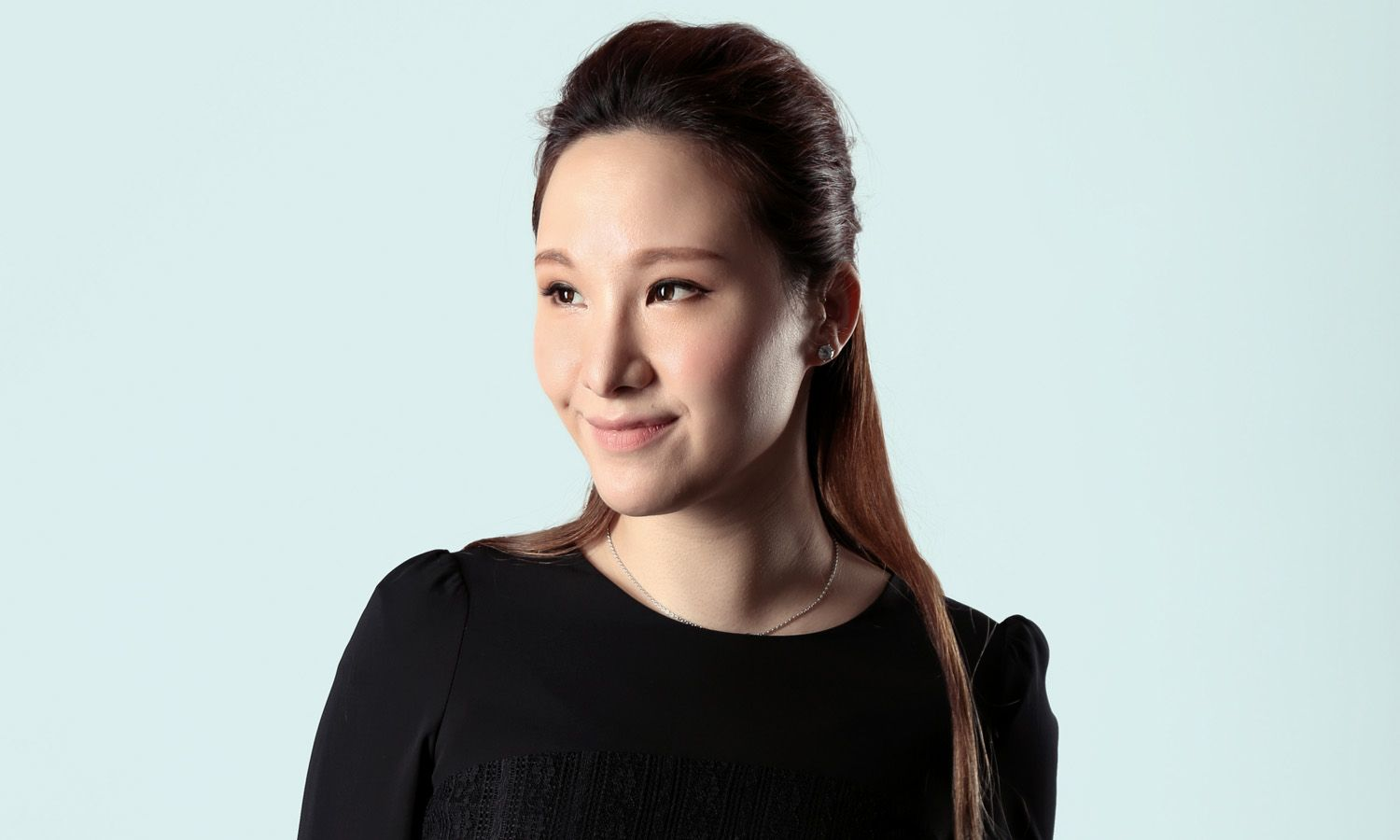 What's Inside Stephnie Shek's Beauty Bag?