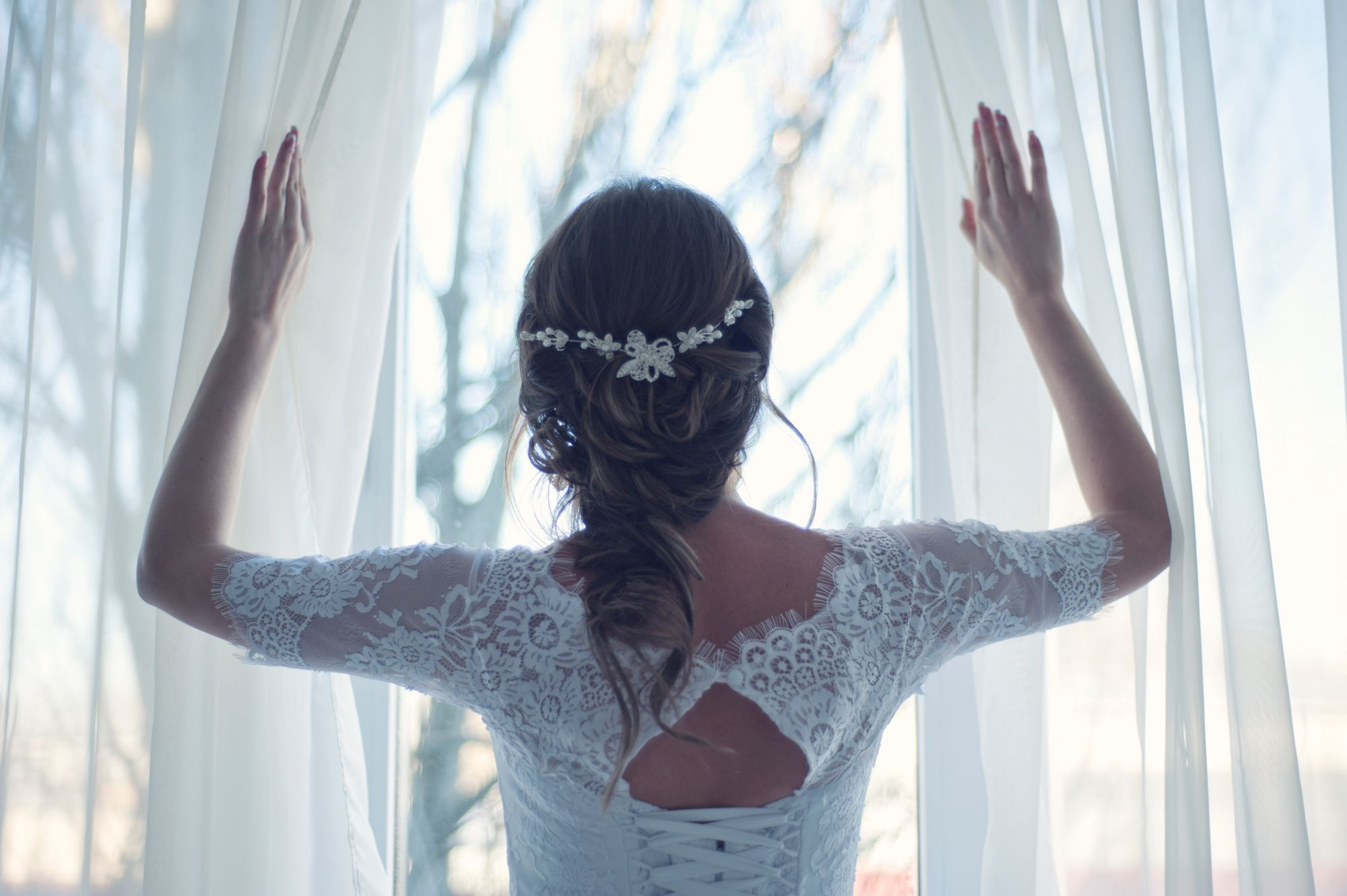 Rise And Shine: Stunning Headpieces To Complete Your Wedding Day Look