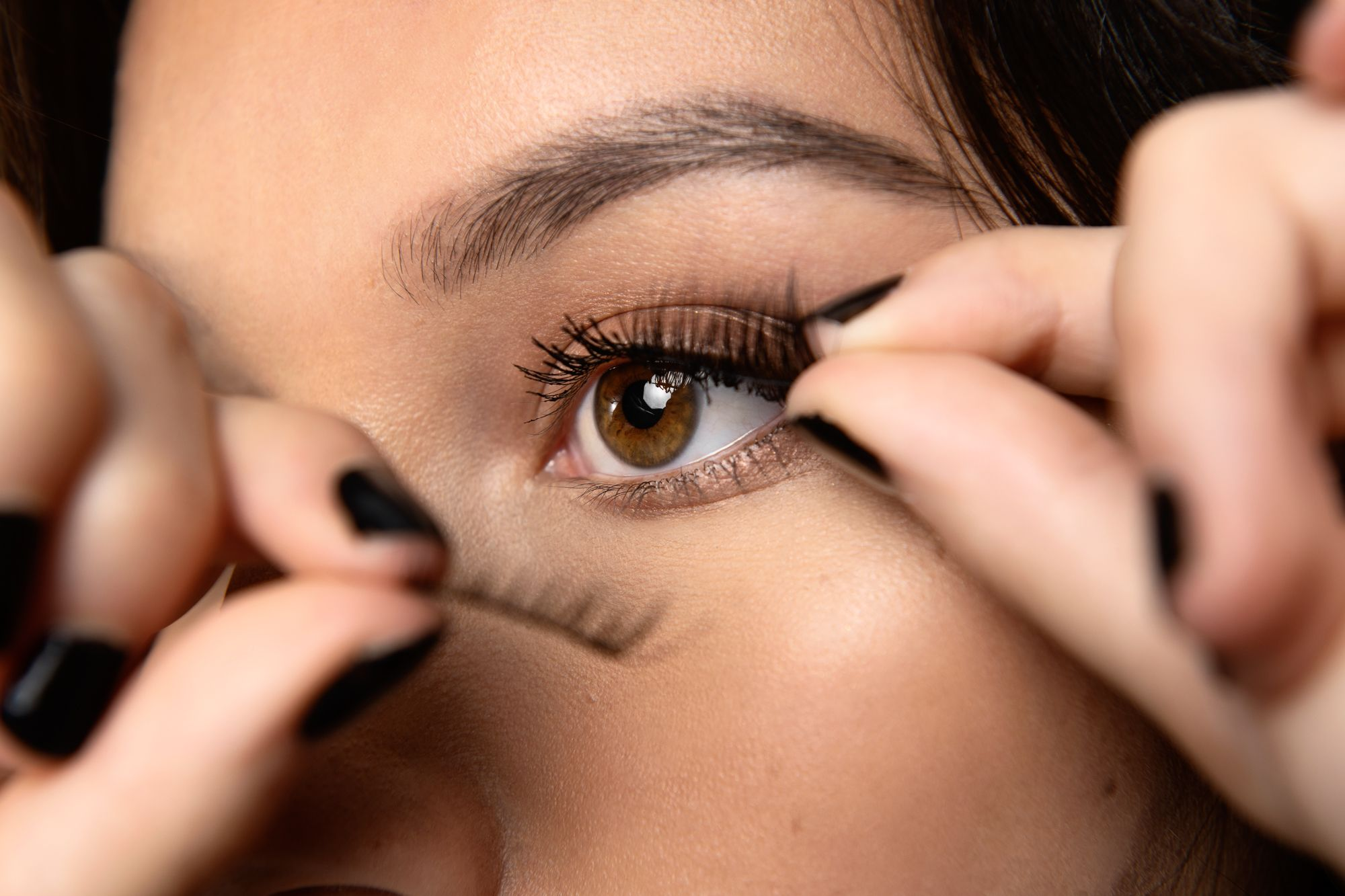 Beauty Tips: How To Apply Magnetic Lashes