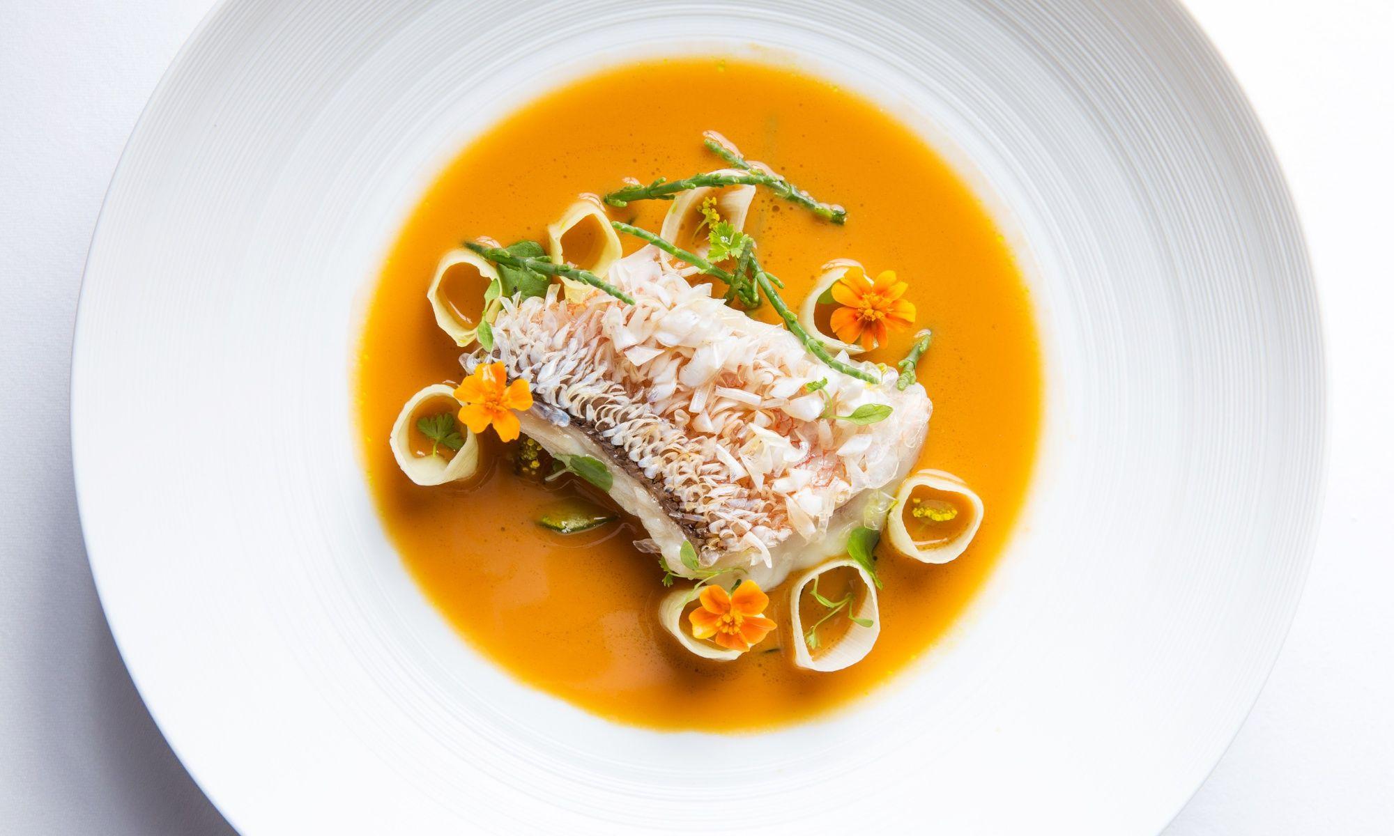 Mandarin-Oriental-Hong-Kong-Hotel-Michelin-Dining-Restaurants
