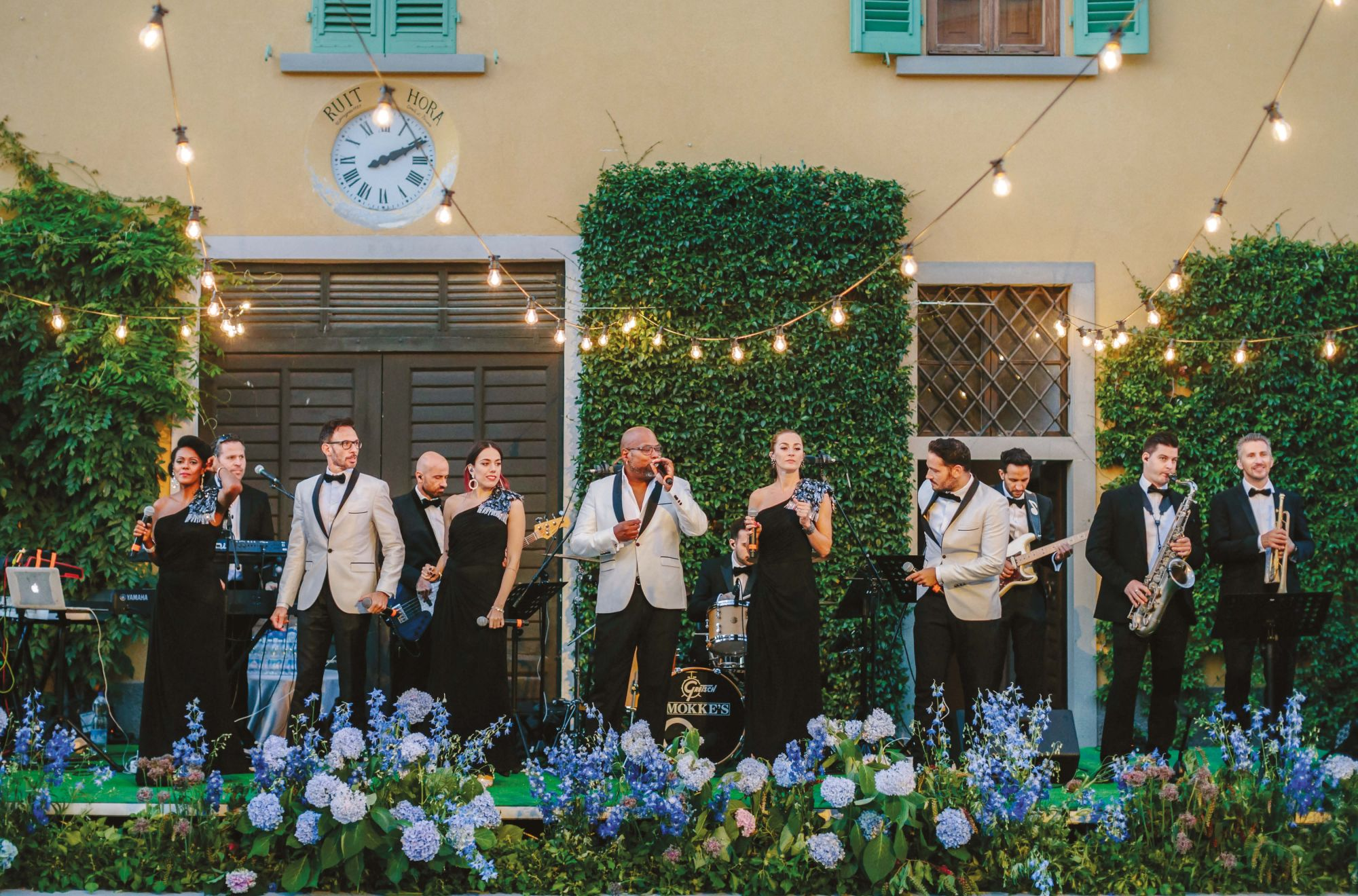 5 Ways To Entertain Guests At Your Wedding