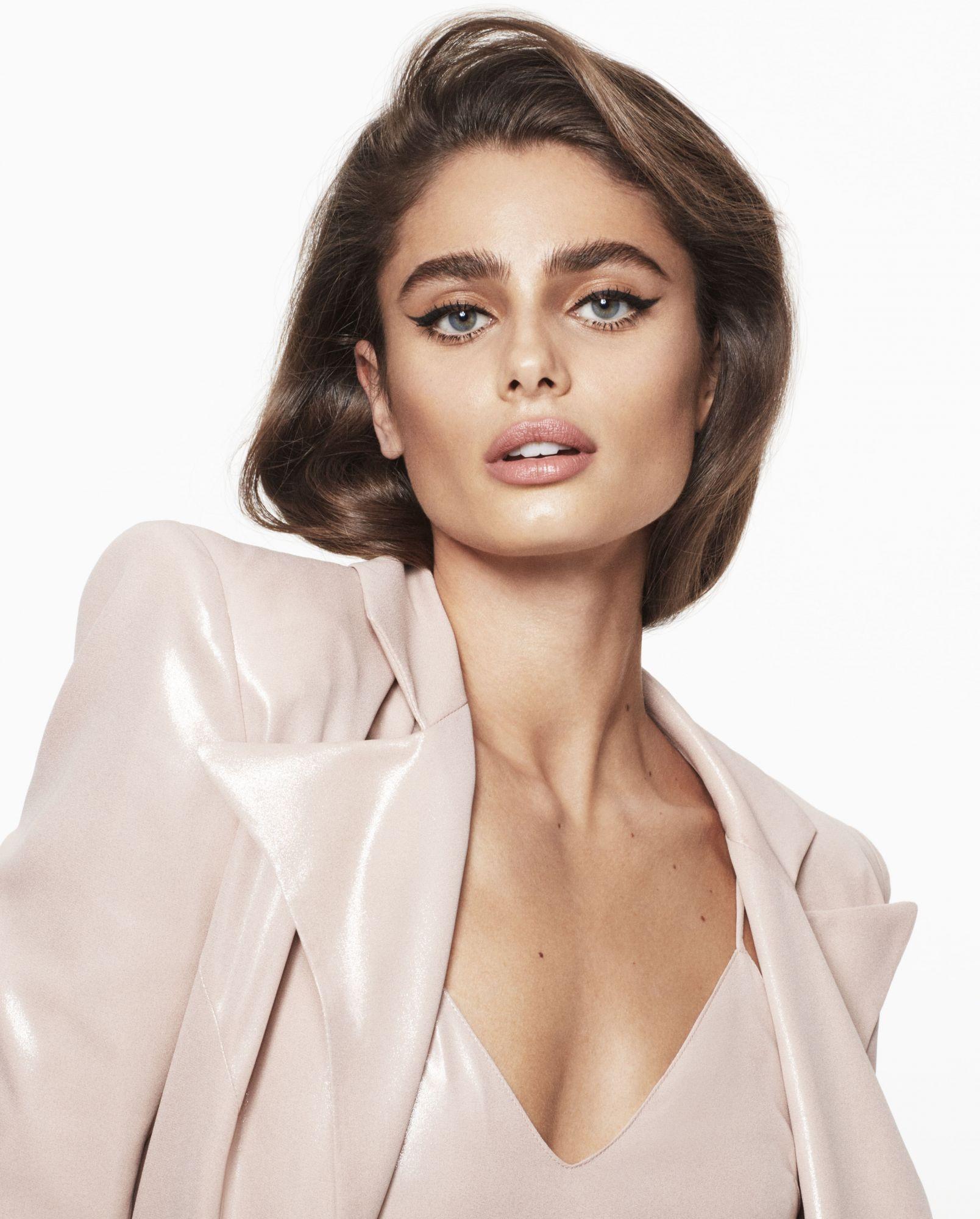 "Victoria's Secret Angel Taylor Hill: ""Beauty Empowers Women"""