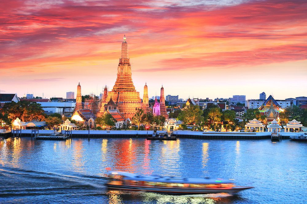 Wat Arun at sunset (photo: Getty Images)