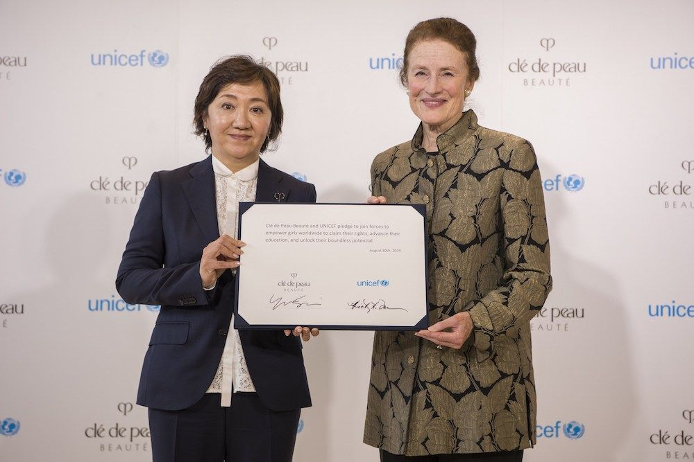 Ms. Yukari Suzuki, Chief Brand Officer of Clé de Peau Beauté (L) and Henrietta Fore, Executive Director, UNICEF (R) showcasing a joint pledge to empower girls to unlock opportunity and potential through education (photo: courtesy)