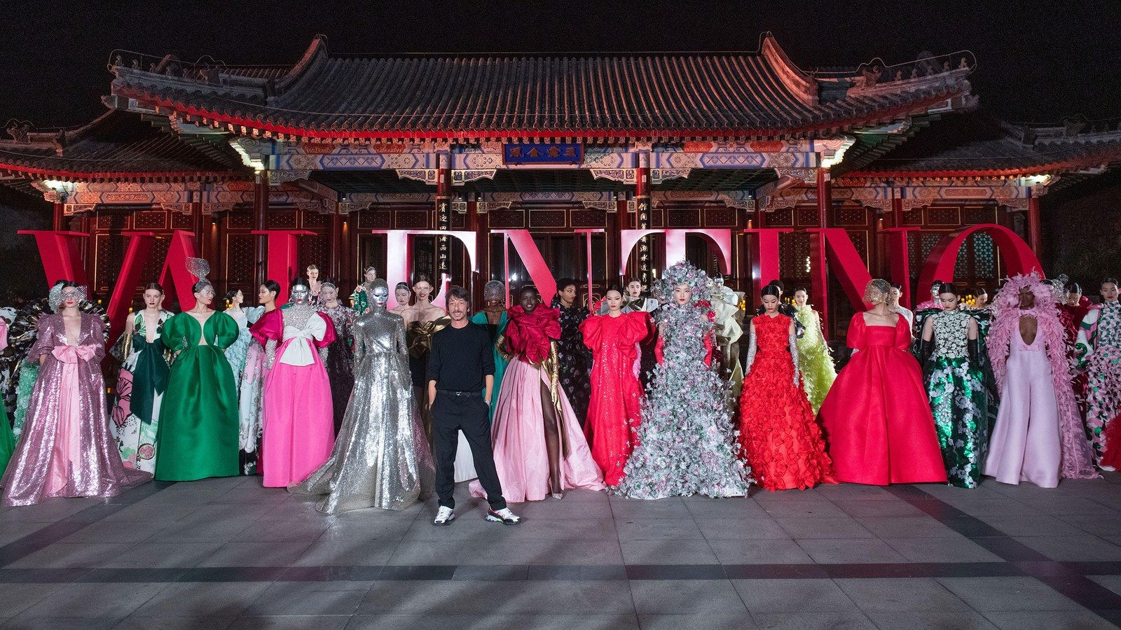 "Inside Valentino's Extravagant And Emotional ""DayDream"" Haute Couture Fashion Show In Beijing"