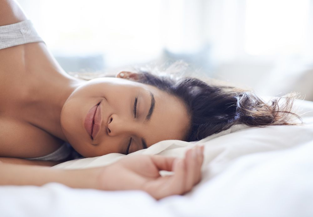 Expert advice on how to be happier—and sleep better at night (photo: Getty)