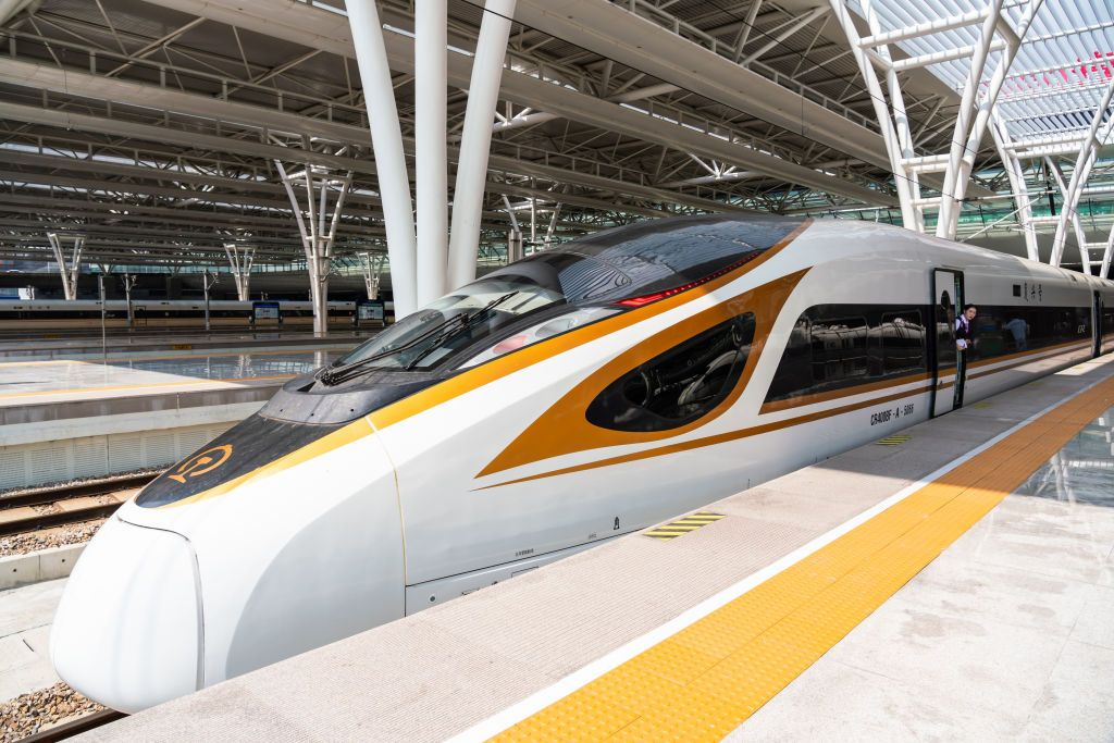 SHANGHAI, CHINA - 2019/09/26: A Fuxing high speed train operated by China Railway Corporation seen at the Shanghai Hongqiao Railway Station. (Photo by Alex Tai/SOPA Images/LightRocket via Getty Images)