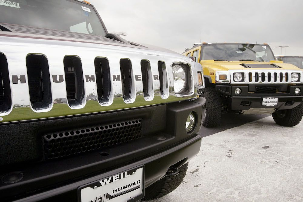 Remember these guys? Hummer H2s sit on the lot of Weil Hummer May 17, 2004 in Libertyville, Illinois. (Photo by Scott Olson/Getty Images)