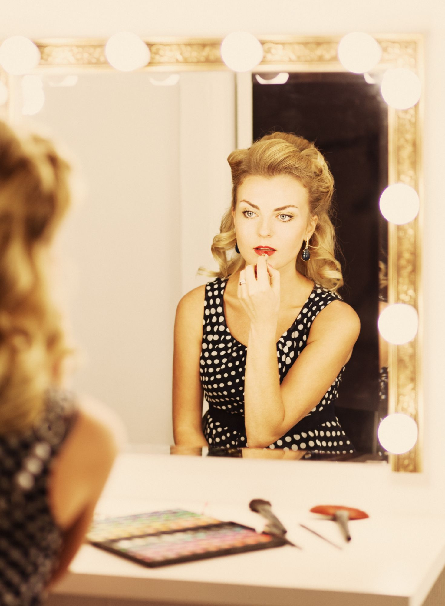 7 Luxurious Lighted Make-up Mirrors To Up Your Beauty Game This Season