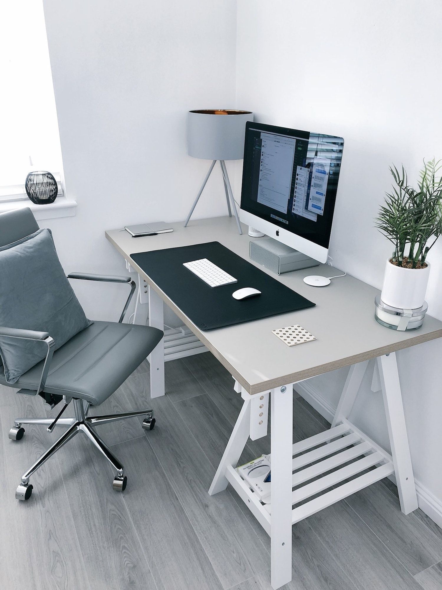 How to Optimise Your At-Home Workspace According To International Interior Designers