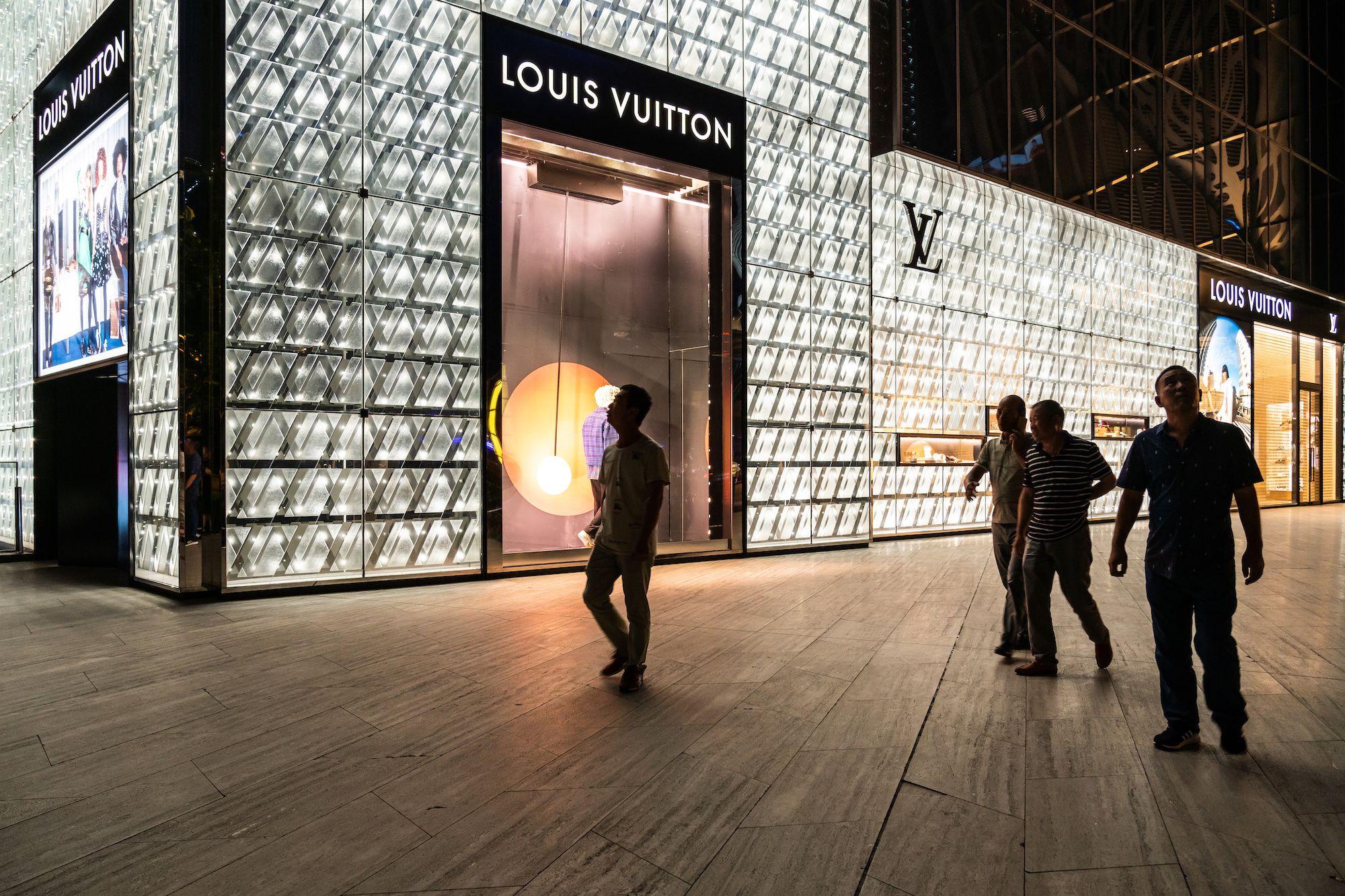 報復性消費確有其事! Louis Vuitton上海旗艦店八月創下歷史新高,單店銷售額衝上台幣6.5億