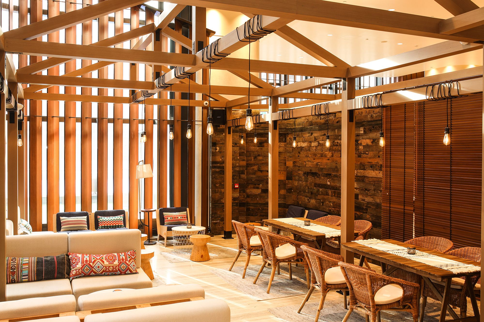 Lounge Hakuba Channels Après Ski Vibes in Causeway Bay