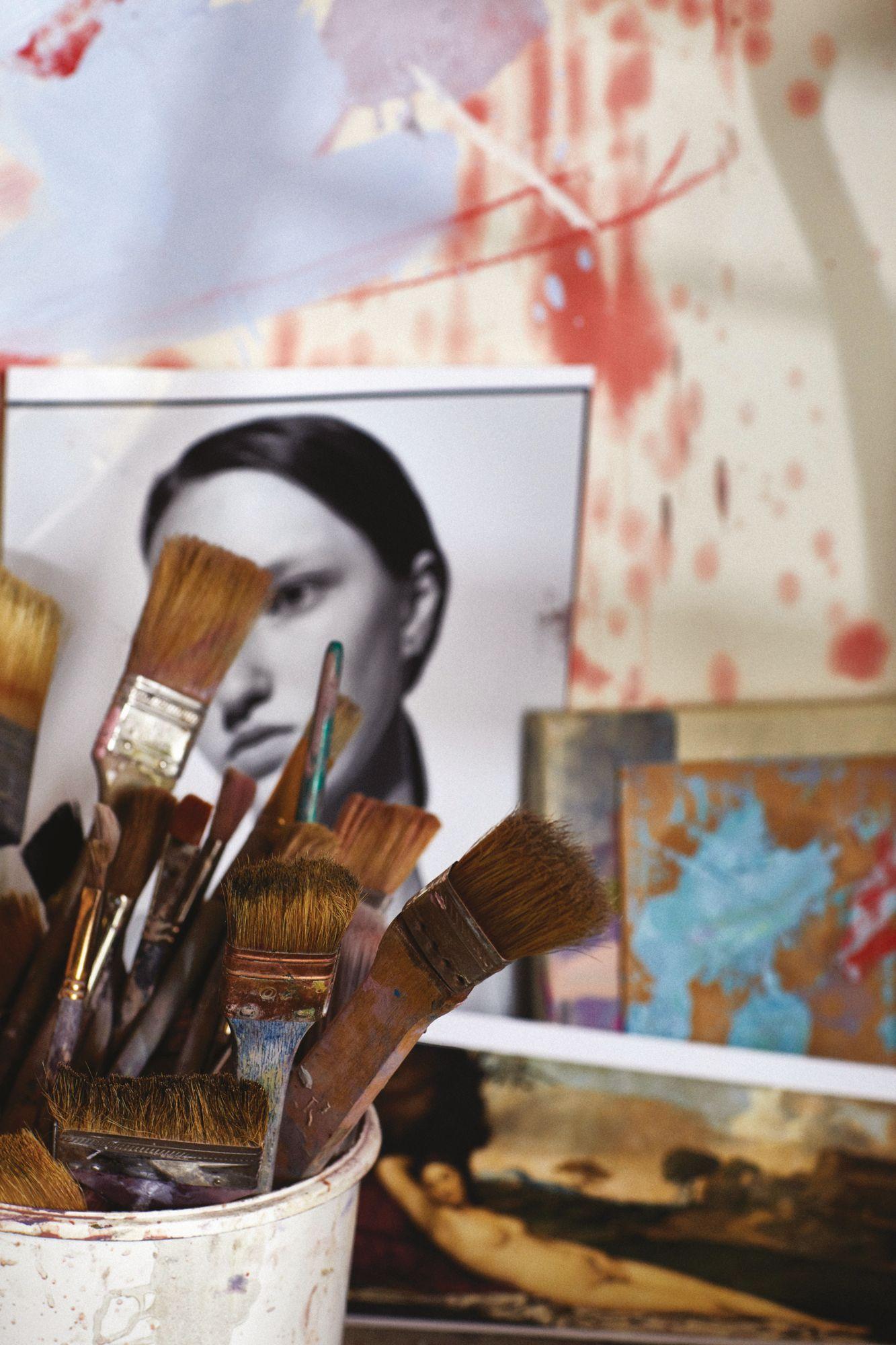 Saville的繪畫工具和材料。(Photo: Amanda Fordyce for Tatler Hong Kong)