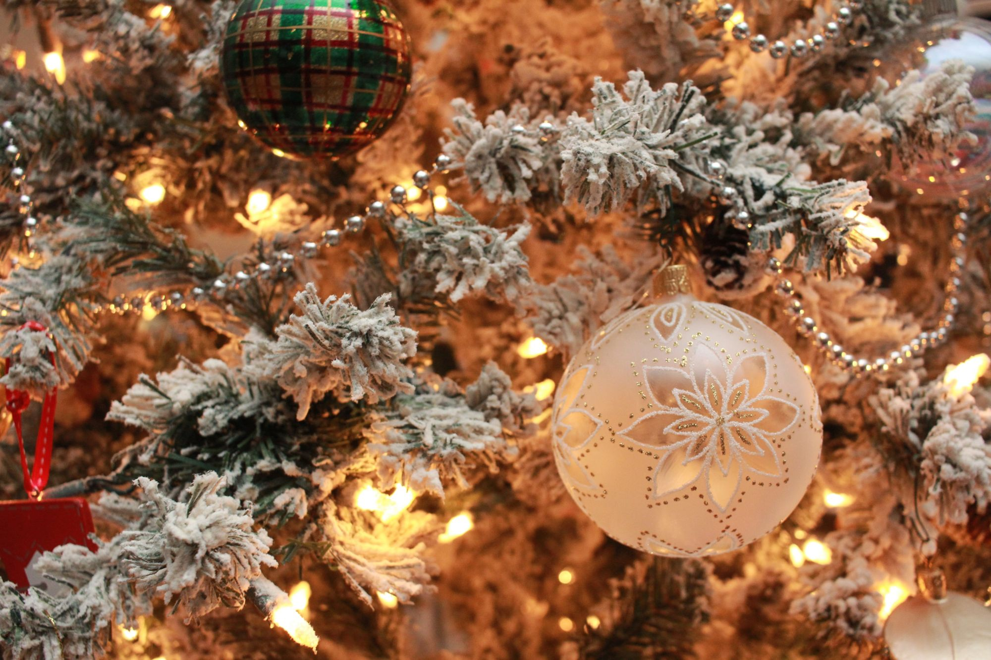 10 Ultra Luxe Christmas Ornaments To Glam Up Your Tree