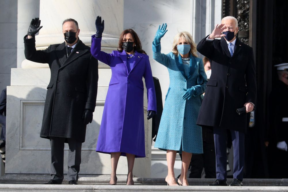 Doug Emhoff, U.S. Vice President-elect Kamala Harris, Jill Biden and President-elect Joe Biden wave as they arrive on the East Front of the U.S. Capitol for the inauguration on January 20, 2021 (photo: Joe Raedle/Getty Images)