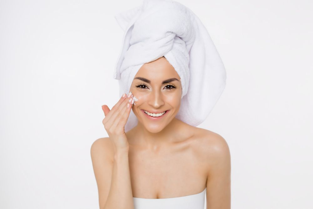 Should you try slugging? Here are the pros and cons of this social media skincare trend (photo: Getty Images)