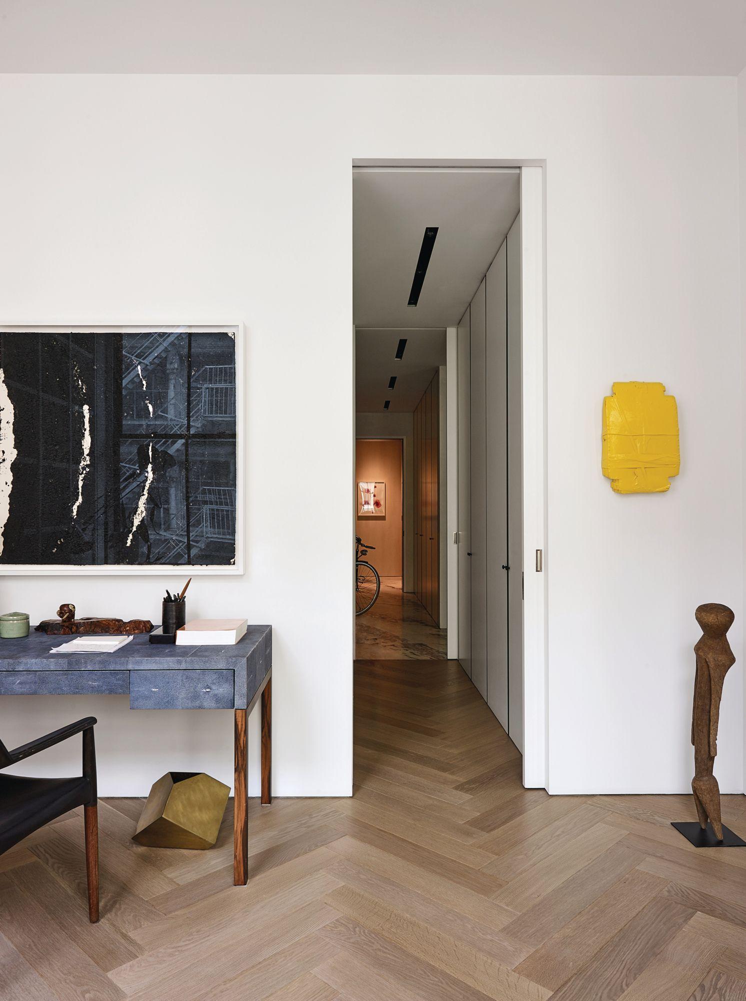 Phillip Lim 的辦公室掛著 Richard Serra 的畫作和 Helmut Lang 的黃色雕塑。(Photo: Wichmann + Bendtsen for Tatler Hong Kong)