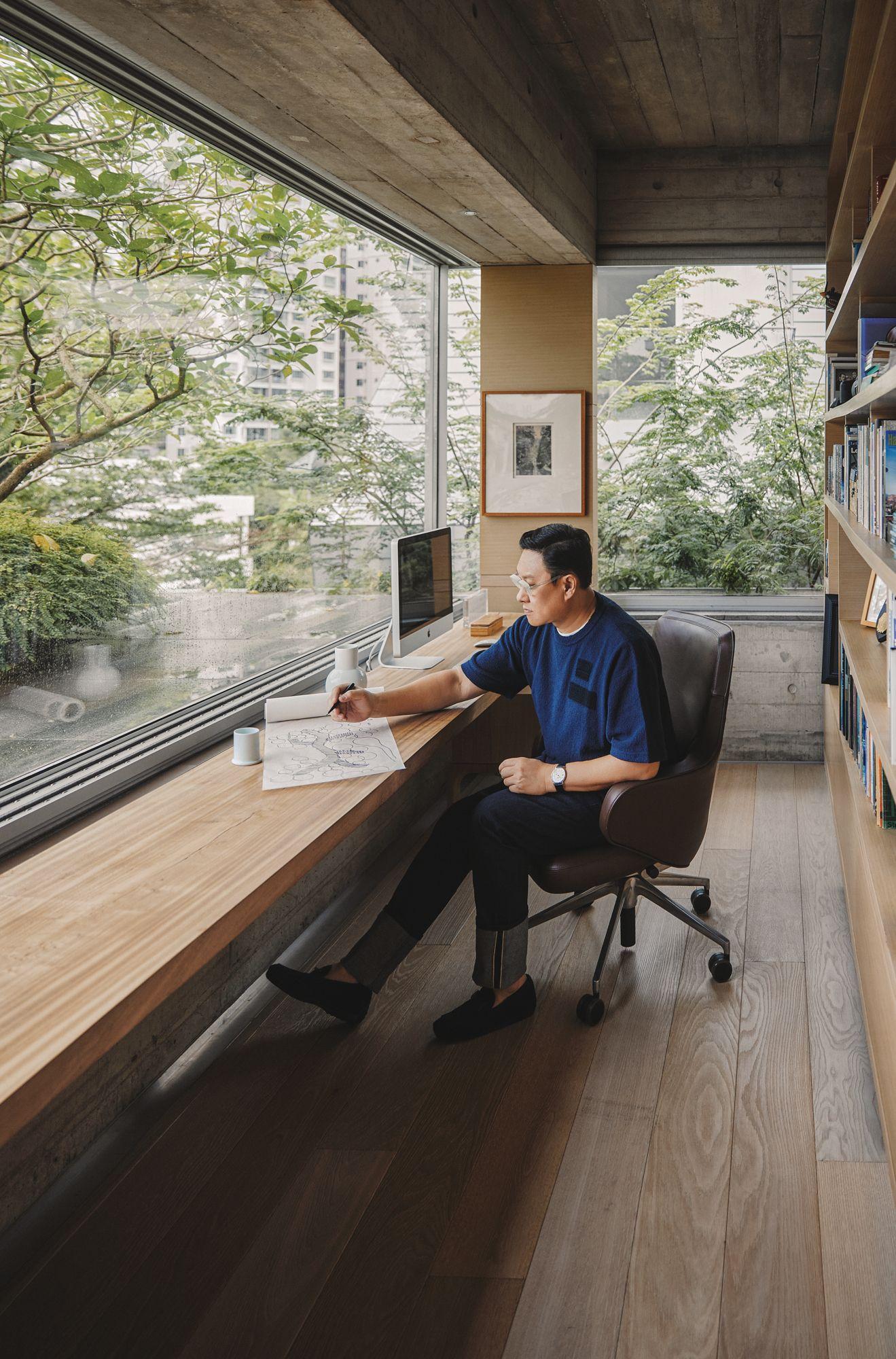 黃超文攝於書房,窗外是一片青青草地。黃超文腕錶by Piaget。(Photo: Darren Gabriel Leow for Tatler Hong Kong)