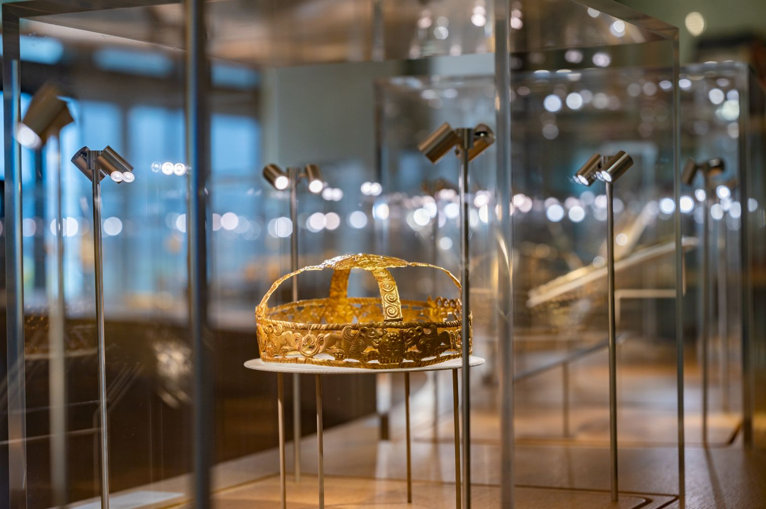L'ÉCOLE's Latest Exhibition Draws From 3,000 Years of Glittering Golden History