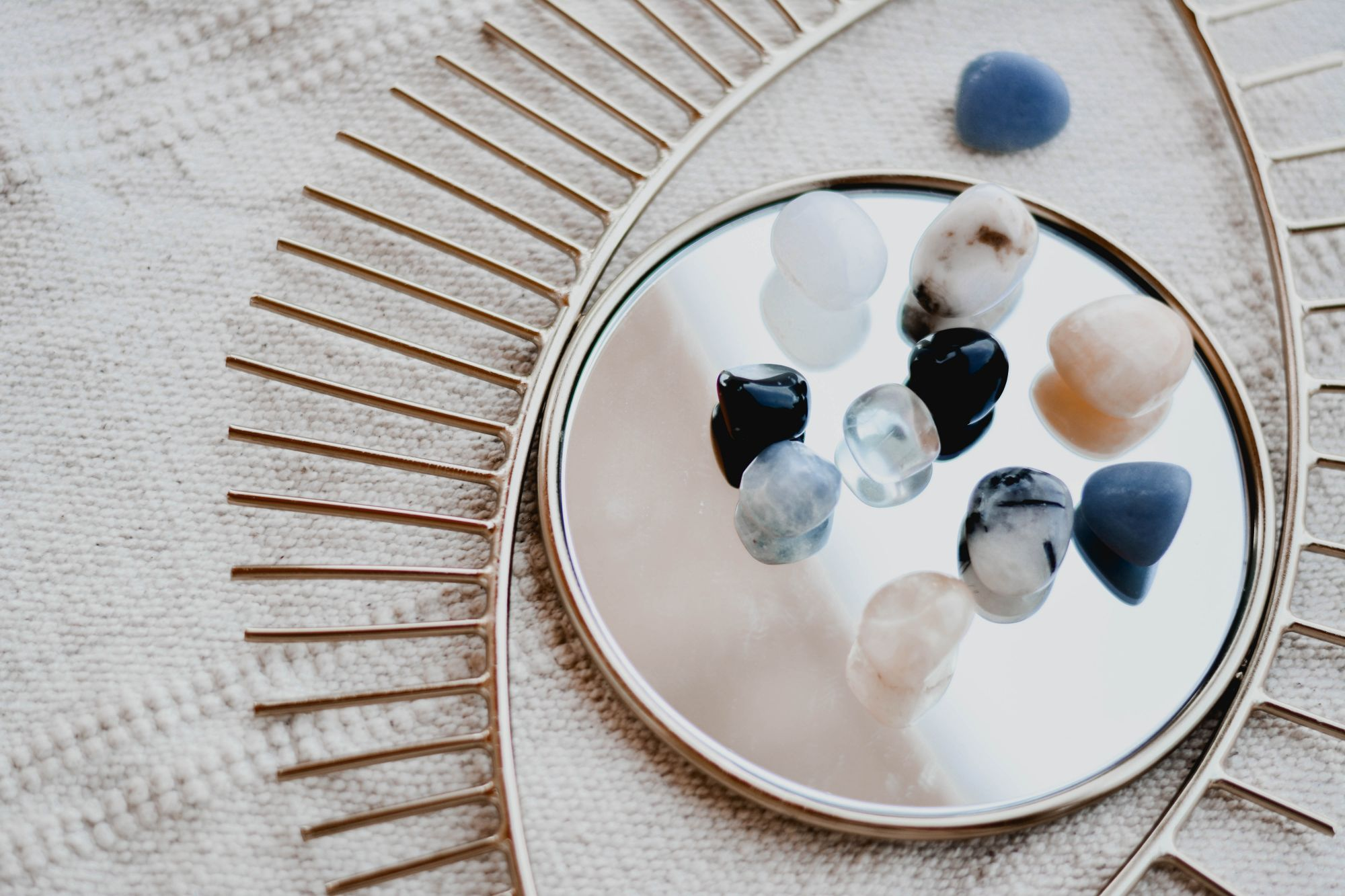 Crystal Home Decor Pieces To Fill Your Home With Positivity