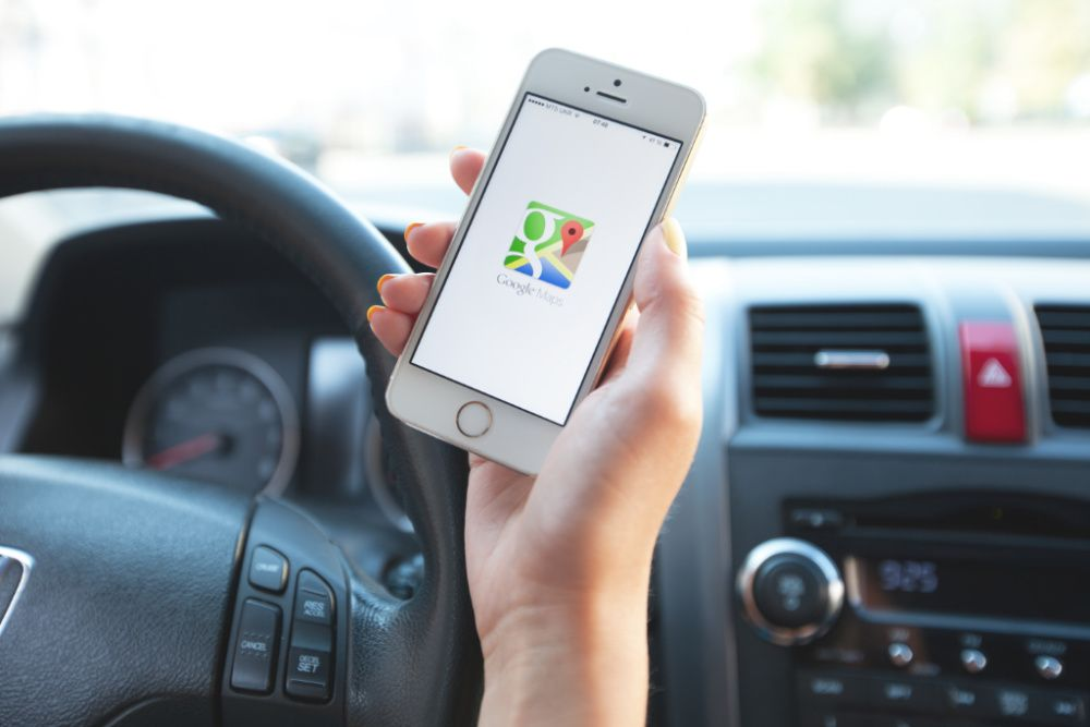 Google Maps will prioritise environmentally-friendlier directions over faster routes in a new update (photo: Getty Images)