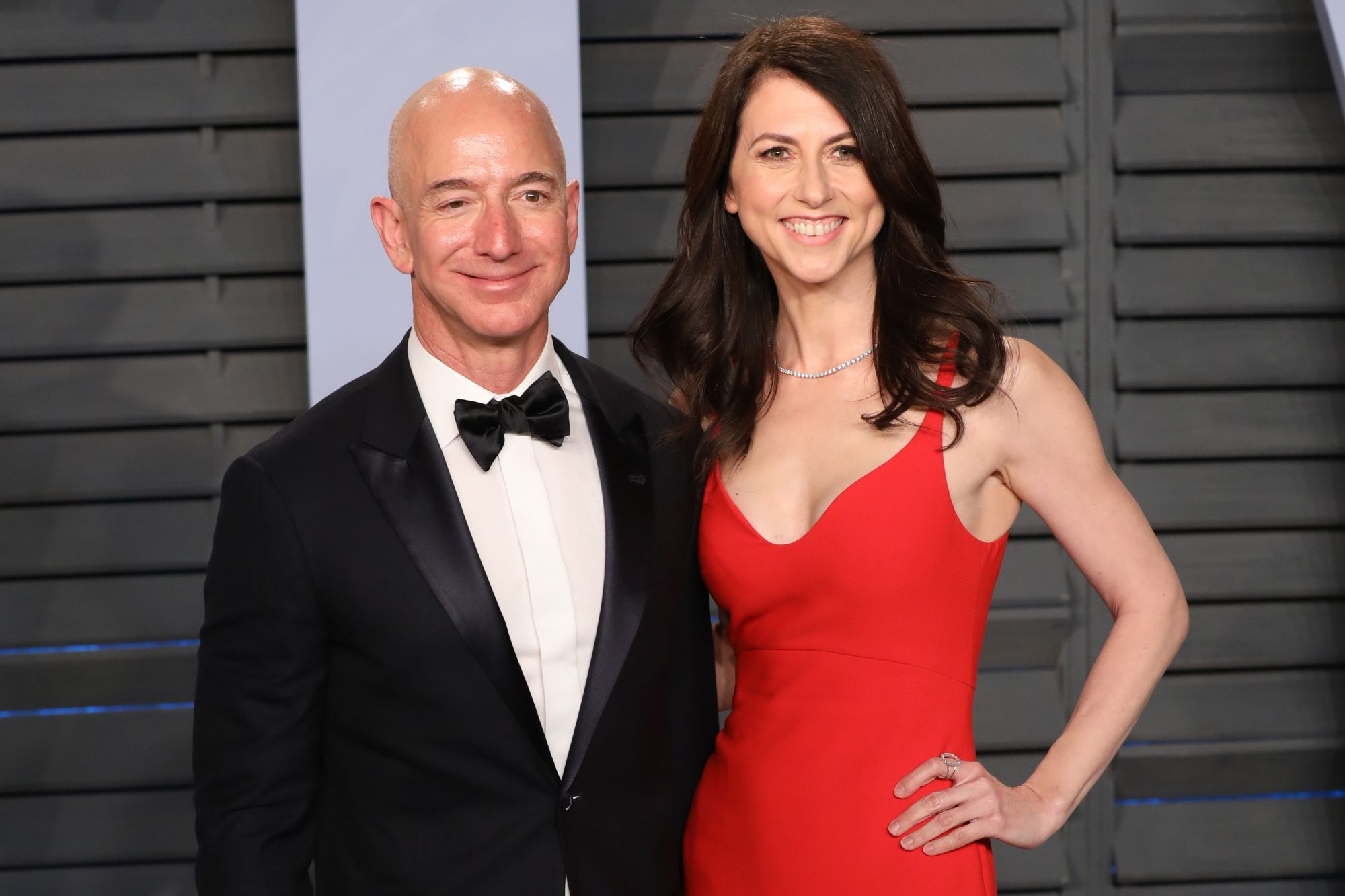 BEVERLY HILLS, CALIFORNIA - MARCH 04: Jeff Bezos (L) and MacKenzie Bezos attends the 2018 Vanity Fair Oscar Party hosted by Radhika Jones at Wallis Annenberg Center for the Performing Arts on March 04, 2018 in Beverly Hills, California. (Photo by Toni Anne Barson/Getty Images)