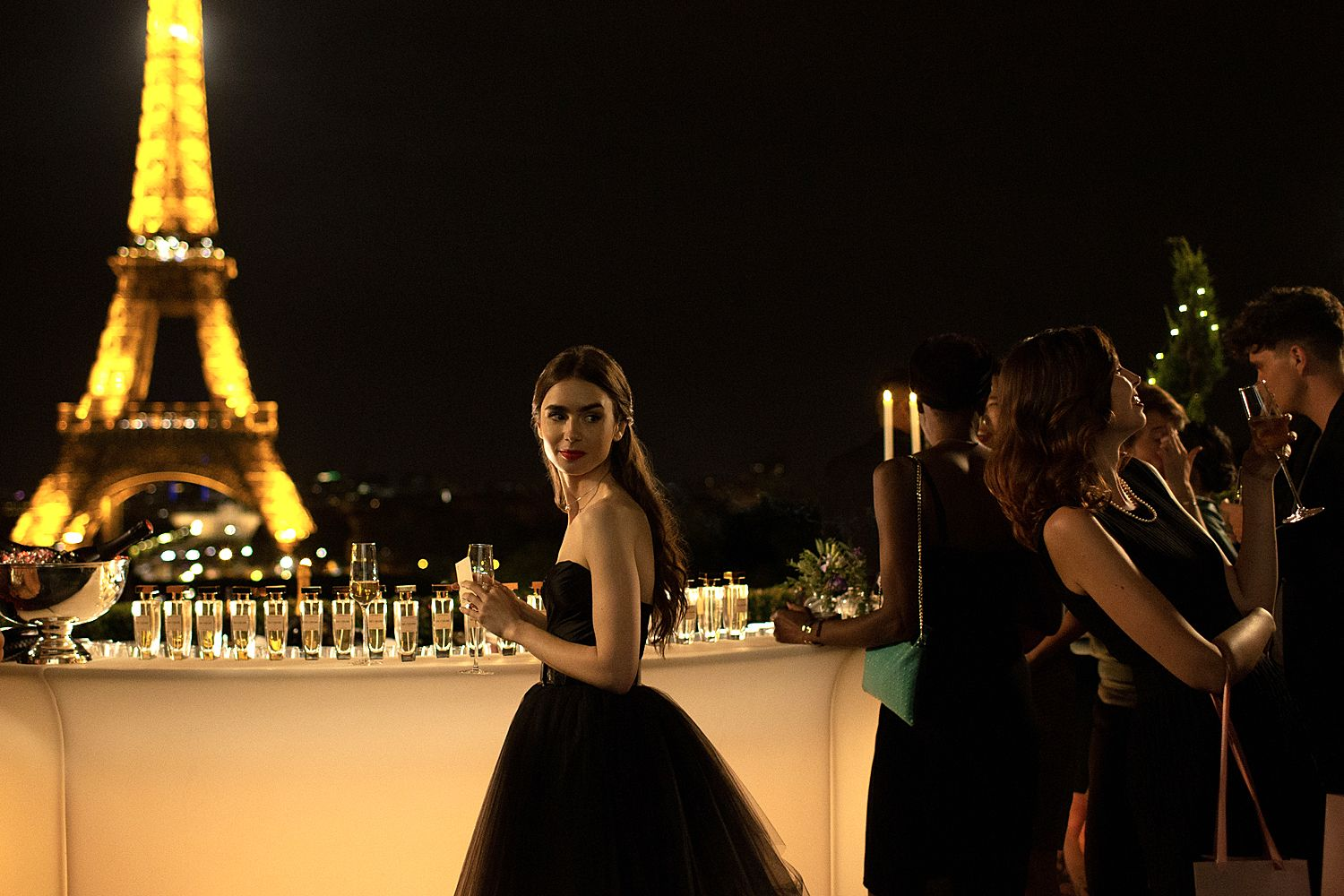 netflix emily in paris - lilly collins
