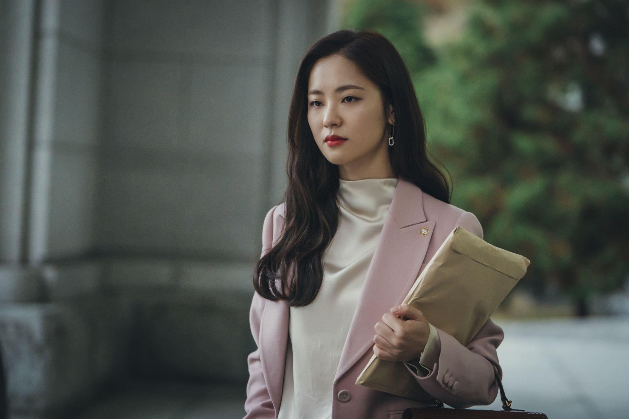 jeon yeo bin vincenzo fashion suits