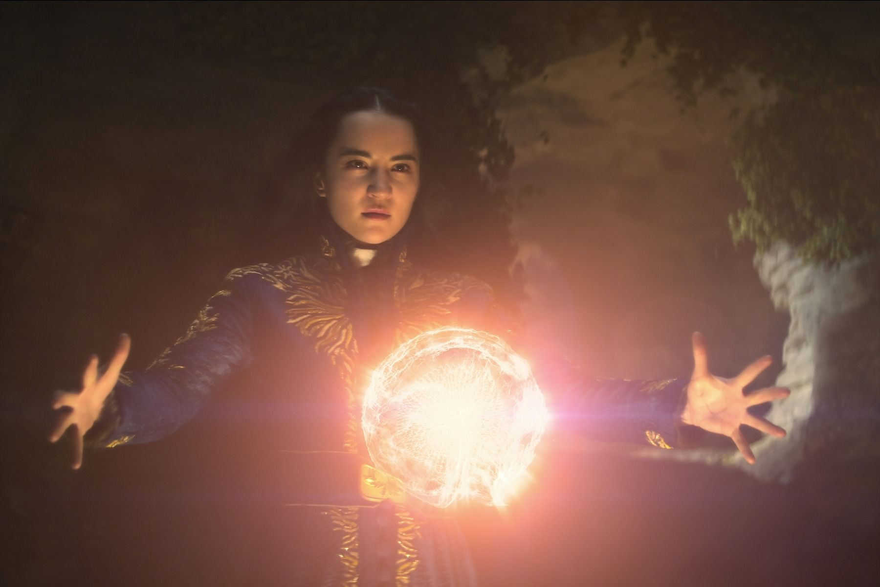 Shadow And Bone: 7 Things To Know About Netflix's New Epic Fantasy Show