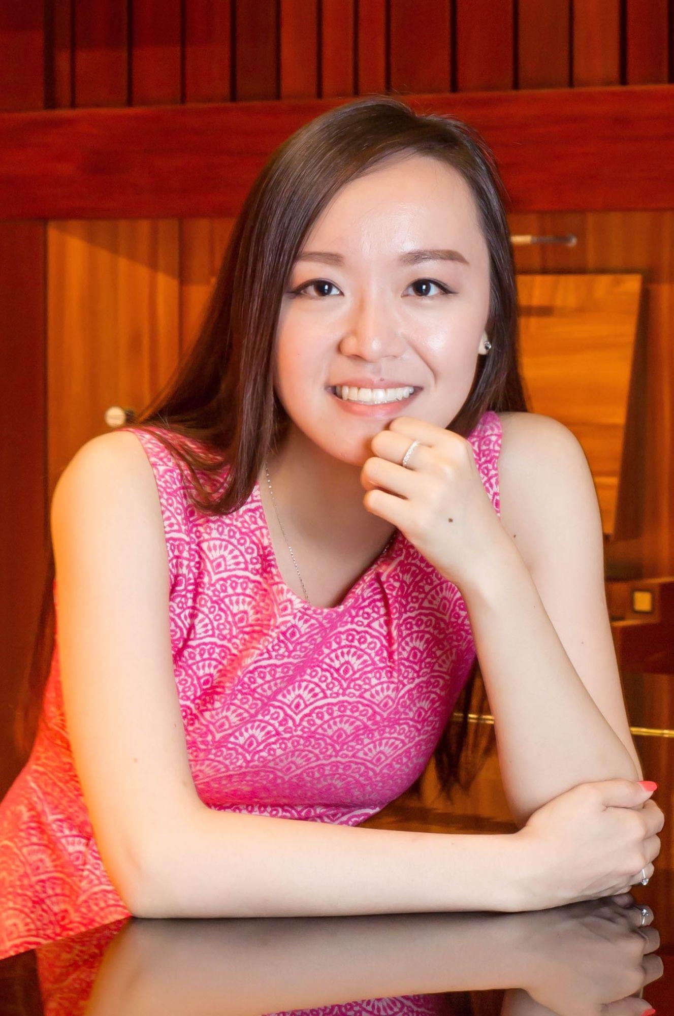 """New Hong Kong Opera Singer Louise Kwong Shines in Bizet's """"Carmen"""""""