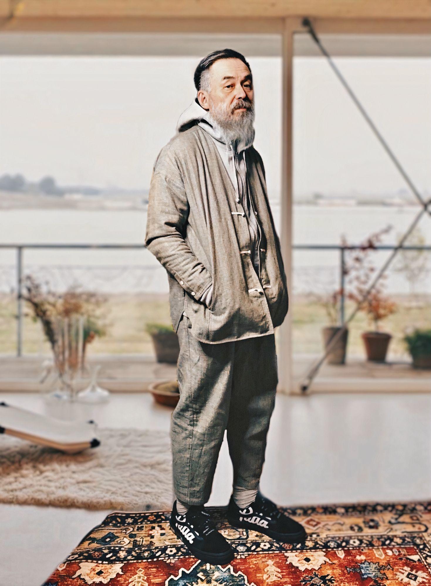 """Meet """"Grandpa Maoyu"""", Hong Kong's Most Stylish 67-Year-Old Psychologist"""