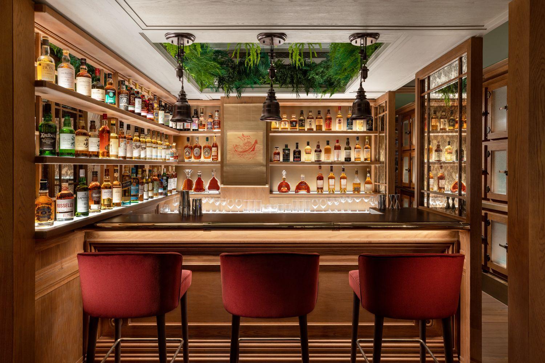 Mandarin-Oriental-Hong-Kong-Hotel-The-Aubrey-Main-Bar-Lounge