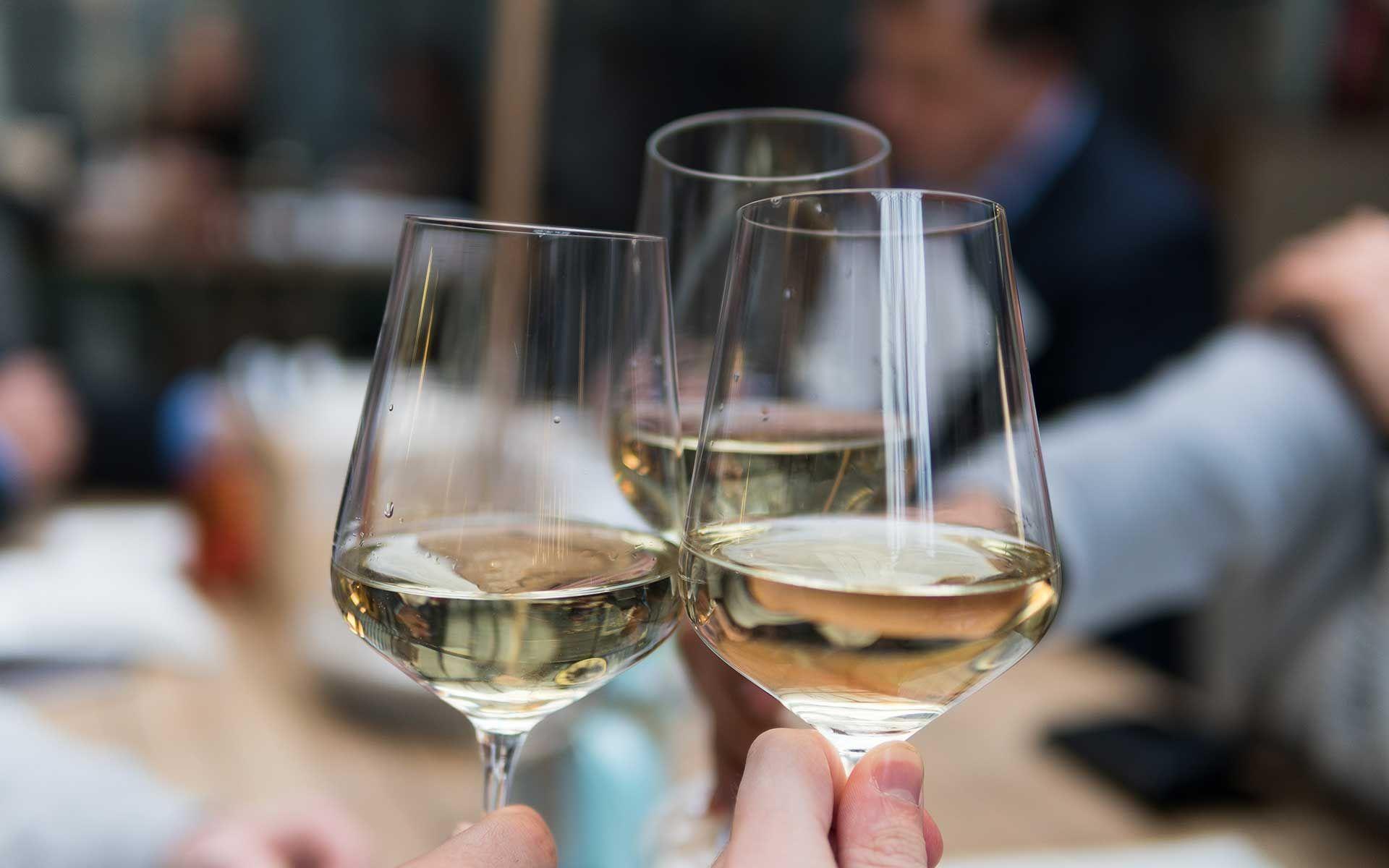 Cheat Sheet: The 7 Common White Wines Varietals