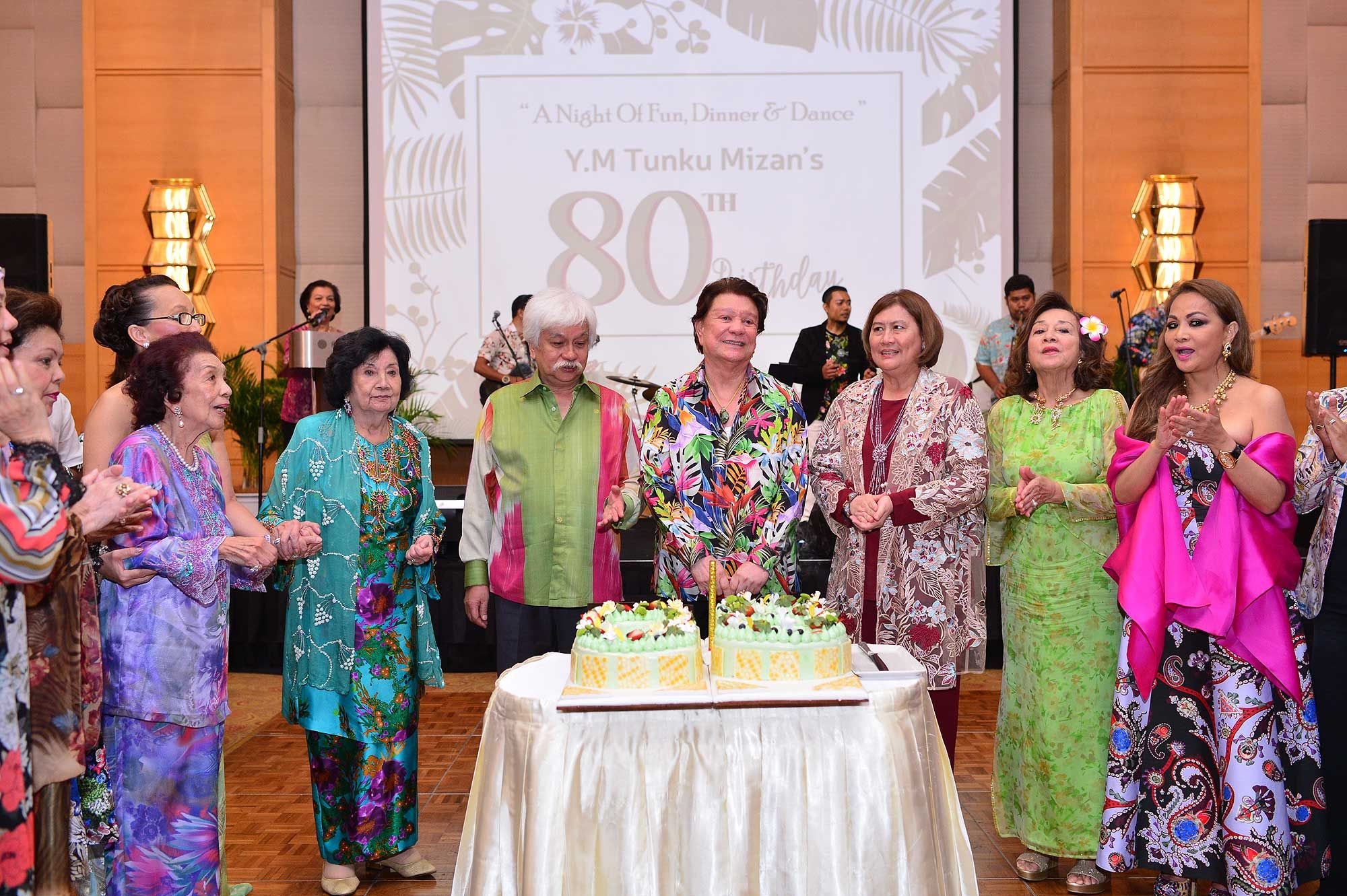 All royal and honoured guests came together to sing Tunku Mizan a happy birthday
