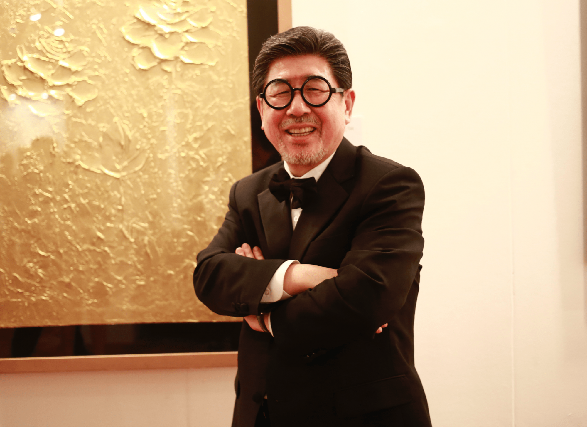 Meet The South Korean Artist Who Paints With 24K Gold, And Has Obama and Madonna As Clients