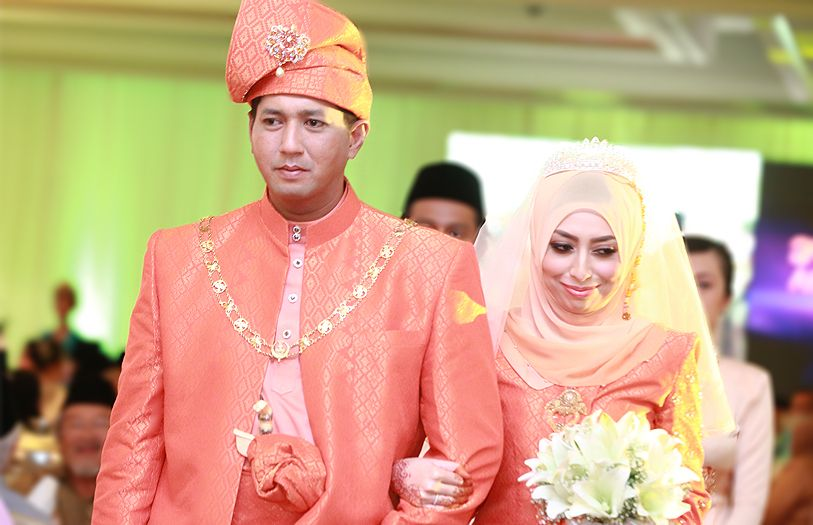 Ariff Tuah Tun Ahmad Sarji and Nurul Ain Mat Aron  walked down the aisle with grace, smiling at their guests while taking in the most memorable moment of their lives as husband and wife.