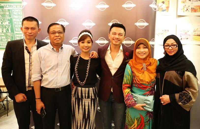 (L-R) Rey Mandagie, Dato Seri Ismail Sabri, Nina Ismail Sabri, Jovian Mandagie, Datin Seri Muhaini and Silvana Salim