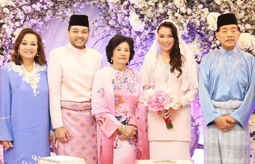 (L-R) Tunku Dara Naquiah, Tunku Jamie Nadzimuddin, HRH Tuanku Najihah, Sarimah Ibrahim and Tunku Datuk Mudzaffar