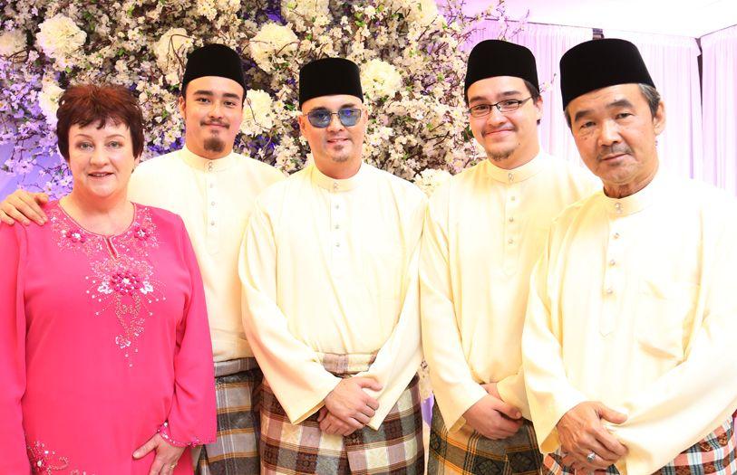 (L-R) Elizabeth Hanlon, Mohammad Redzuan Ibrahim, Ismel Ibrahim, Izhak Ibrahim and Ibrahim Ahmad