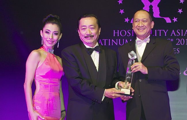 Tan Sri Vincent Tan was awarded with the HAPA Lifetime Achievement Awards for hosiptality developer of the year 2013-2015
